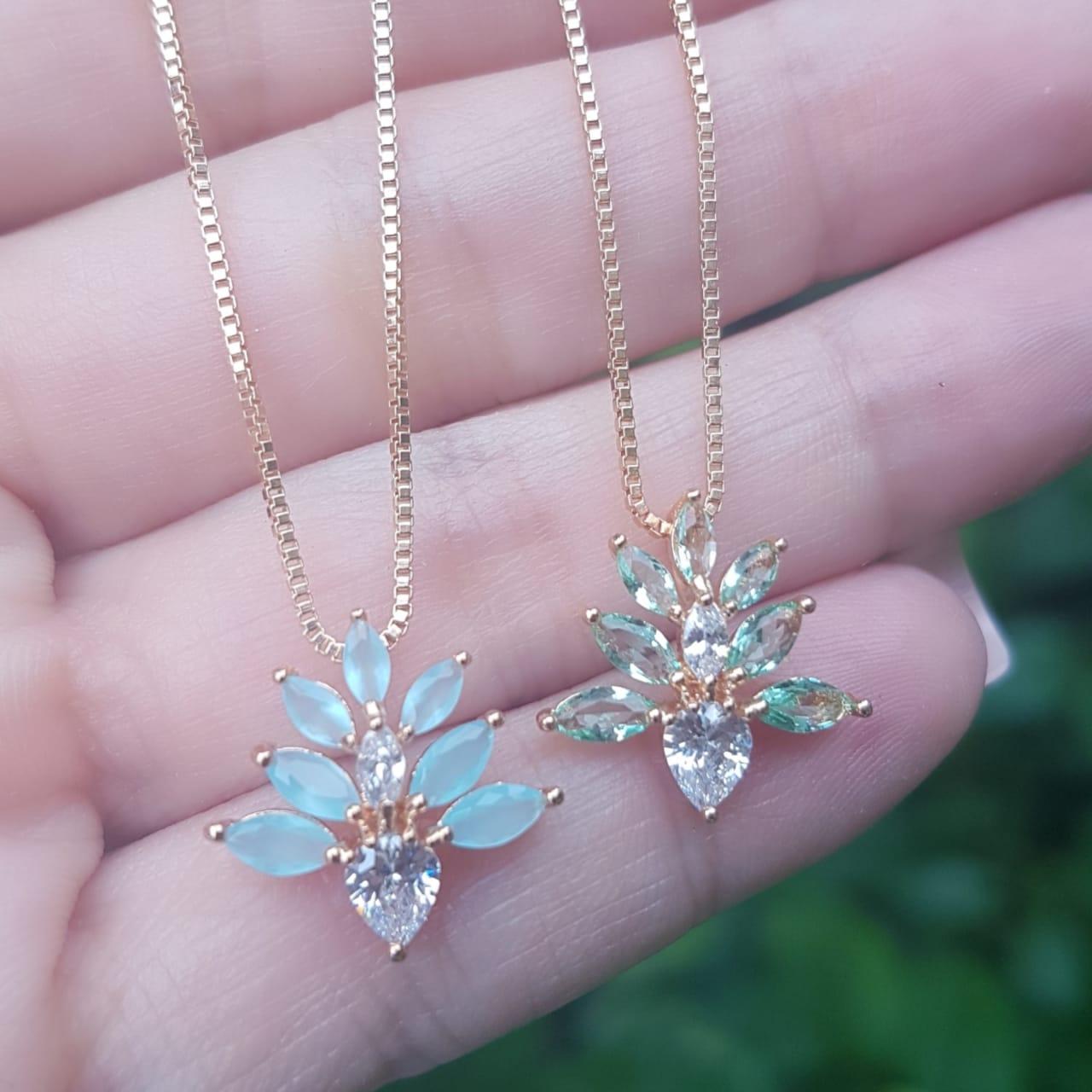 611794527e2f5 Colar luxo Flower com zircônia navete branca e azul céu em banho de ouro 18k